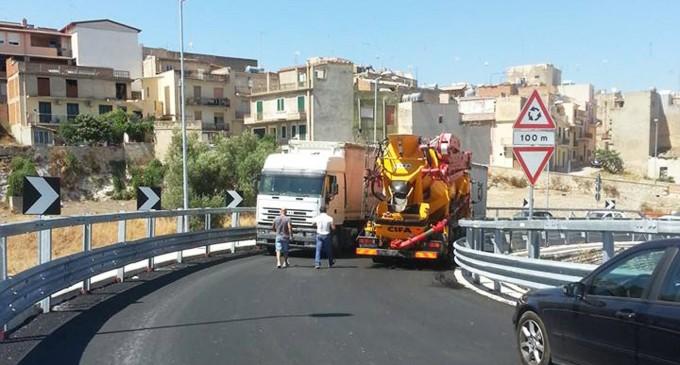 """Rosolini. Difficoltà per i mezzi sul cavalcaferrovia, Gennuso scrive a Delrio: """"Sperpero di denaro pubblico"""""""