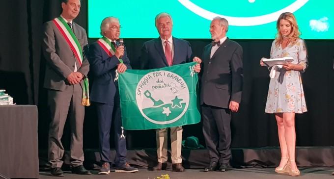 Noto. Conferita la bandiera verde, per i pediatri le spiagge netine sono a misura di bambino
