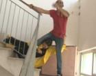 Stefania Petyx, calci pugni all'inviata di Striscia, giù per le scale finisce in ospedale
