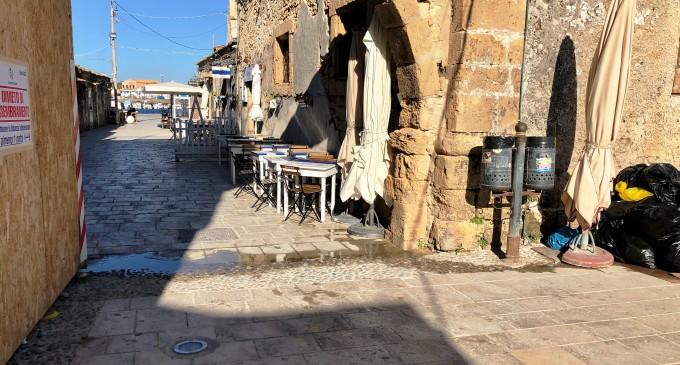 Marzamemi, liquami fognari in piazza Regina Margherita. E' emergenza