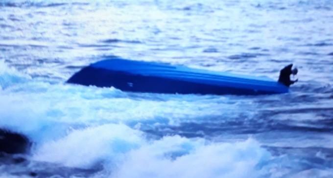 Portopalo, tragedia sfiorata a Scalo Mandrie. Si ribalta un'imbarcazione